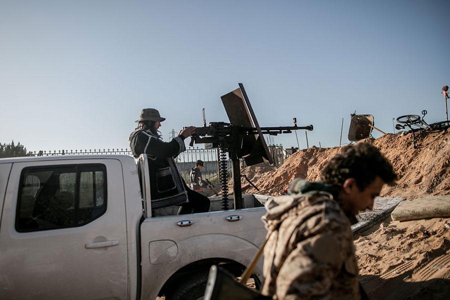 СМИ: В Ливии при обстреле судна погибли три турецких офицера и сирийский переводчик