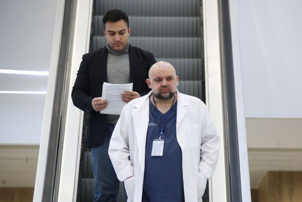 Главврач Коммунарки заявил, что возраст заболевших CoViD-19 в РФ не совпадает с мировыми тенденциями