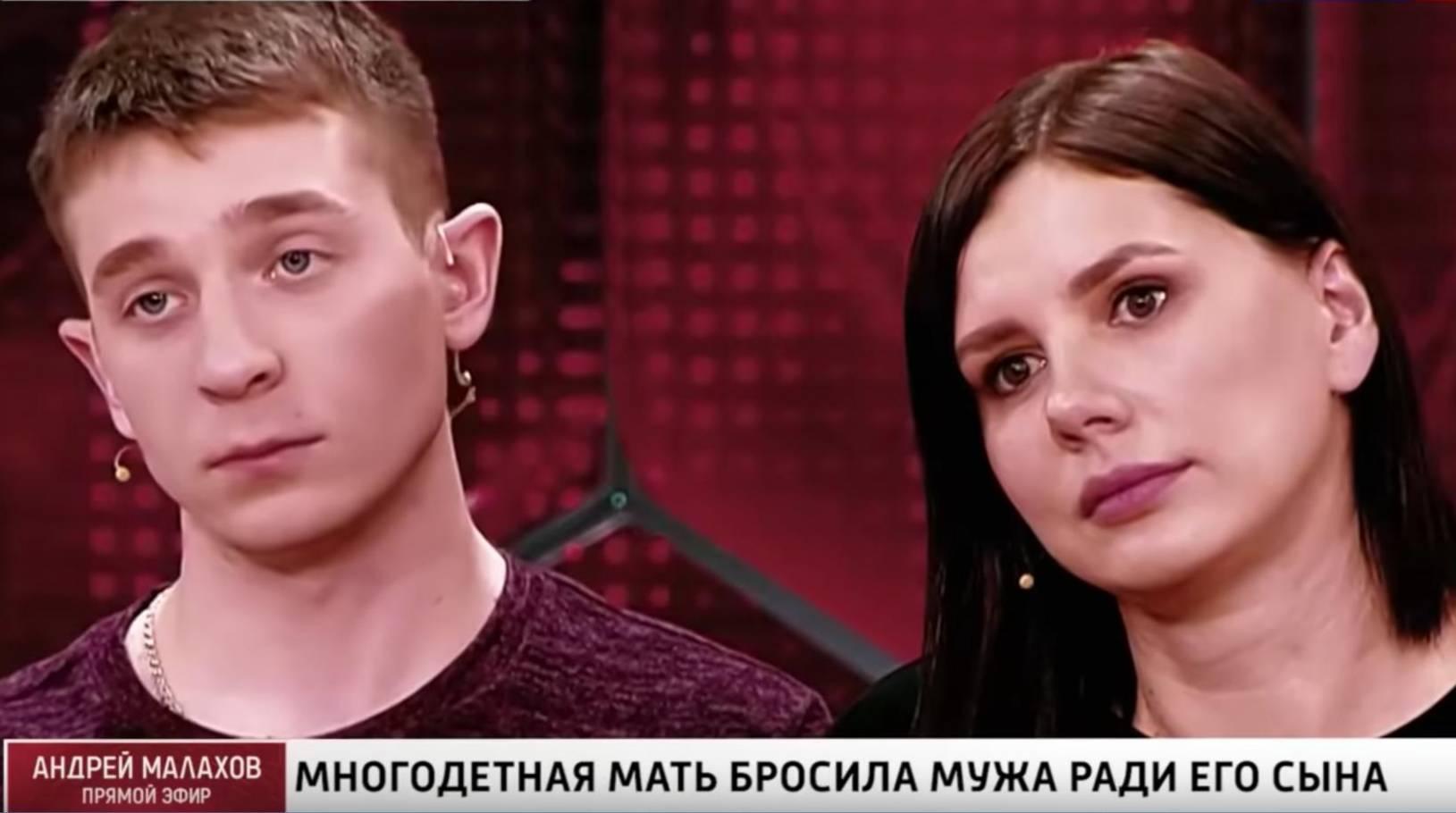 Слева — пасынок Марины Балмашевой Вова. Скриншот © YouTube / Прямой эфир