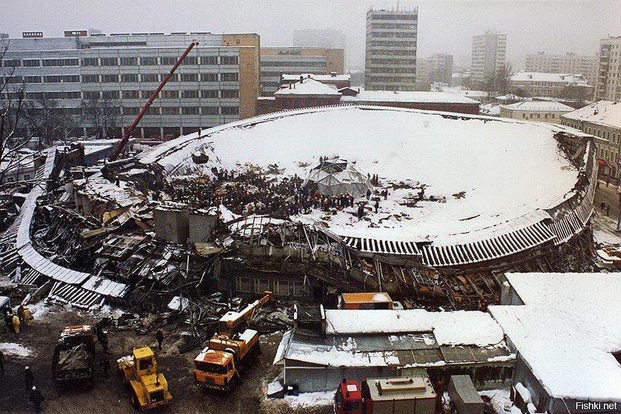 Обрушившийся Басманный рынок. Фото ©Vdvbezheck.ru