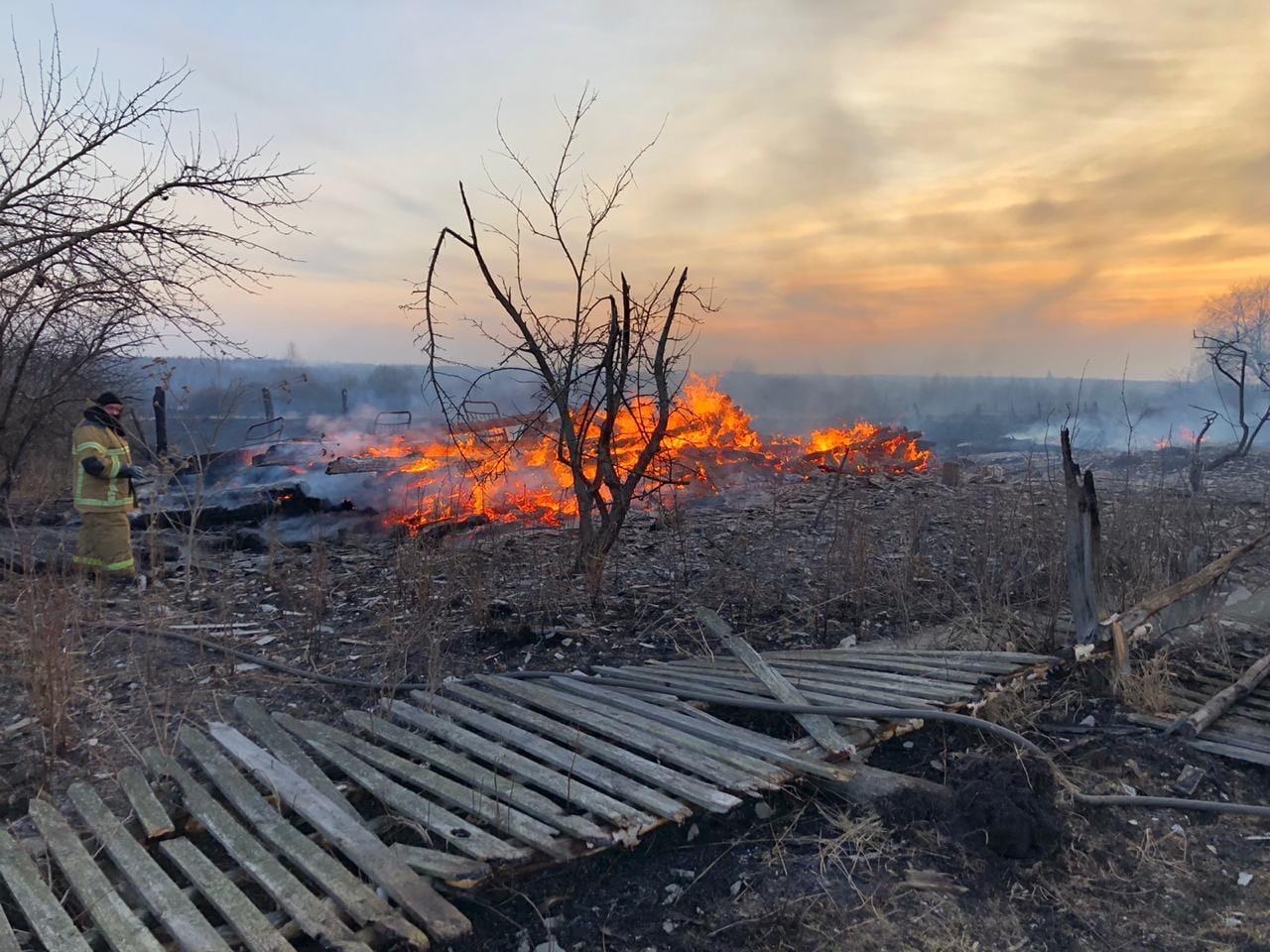 В Мордовии пал сухой травы закончился пожаром в пяти домах