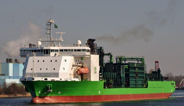 "<p>Фото © <a href=""http://portsinfo.ru/katalog/niderlandy/115860-flintstone-pipe-burying-vessel-mestopolozhenie"" target=""_blank"" rel=""noopener noreferrer"">Portsinfo.ru</a></p>"
