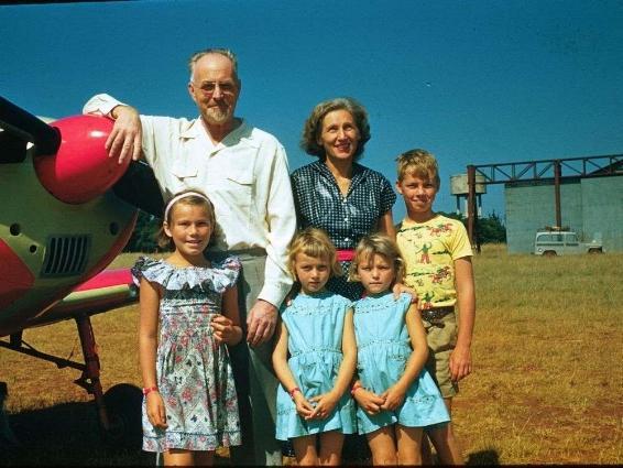 Джошуа Норман Халдеман (дед Илона Маска) с семьёй. Фото © Moose Jaw