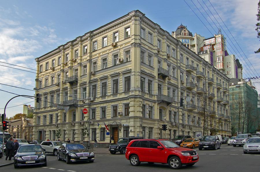 "<p>Фото © <a href=""https://rezerv.gov.ua/news/nevidomi-zahopili-golovnij-ofis-derzhrezervu"" target=""_blank"" rel=""noopener noreferrer"">Государственное агентство резерва Украины</a></p>"